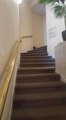 Pose de sisal sur marches d'escalier